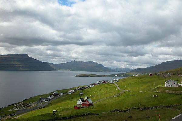 Isole Faroe caccia balene