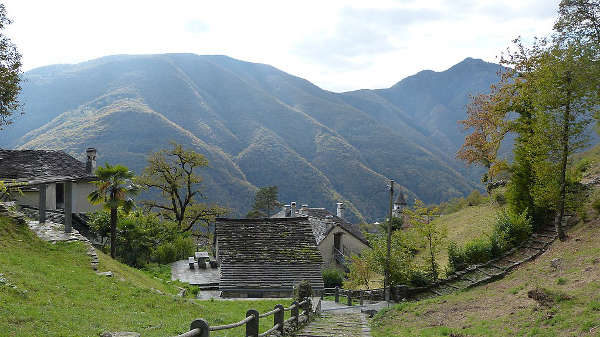 Progetto Parco Nazionale del Locarnese. Village of Berzona in the community of Isorno, Onsernone Valley Fonte Wikipedia
