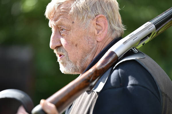 caccia abruzzo anziano cacciatore
